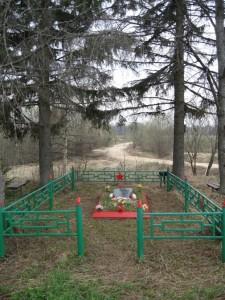 Братская могила 190 курсантов 44 о.с. бр.